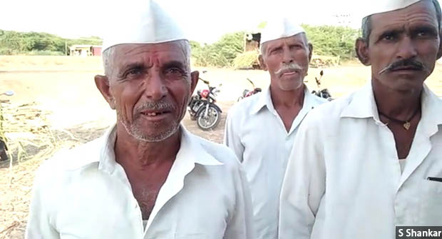 'The seeds that I had sown last year did not even sprout,' says 70-year-old Pandurang Mane (left) from drought-hit Athani taluka. Credit: S Shankar/IndiaSpend