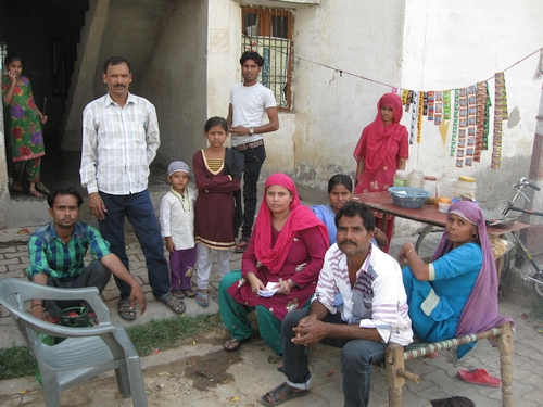 500-Shabana Khan (Centre) with her family-2