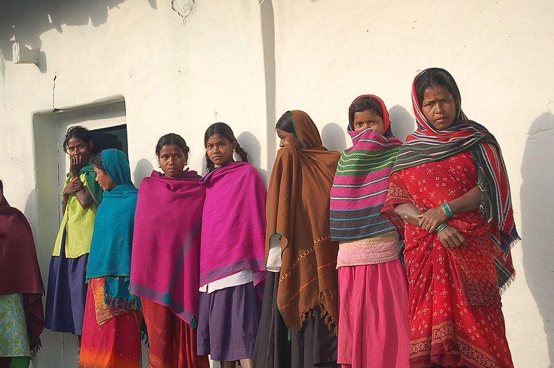 800px-Young_Indian_women,_Chhattisgarh,_2005 (1)