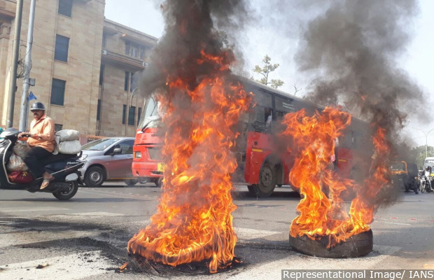 Nagpur: Protesters set tyres ablaze