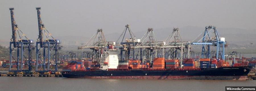 Mumbai_container_terminal_from_Elephanta_Island_960