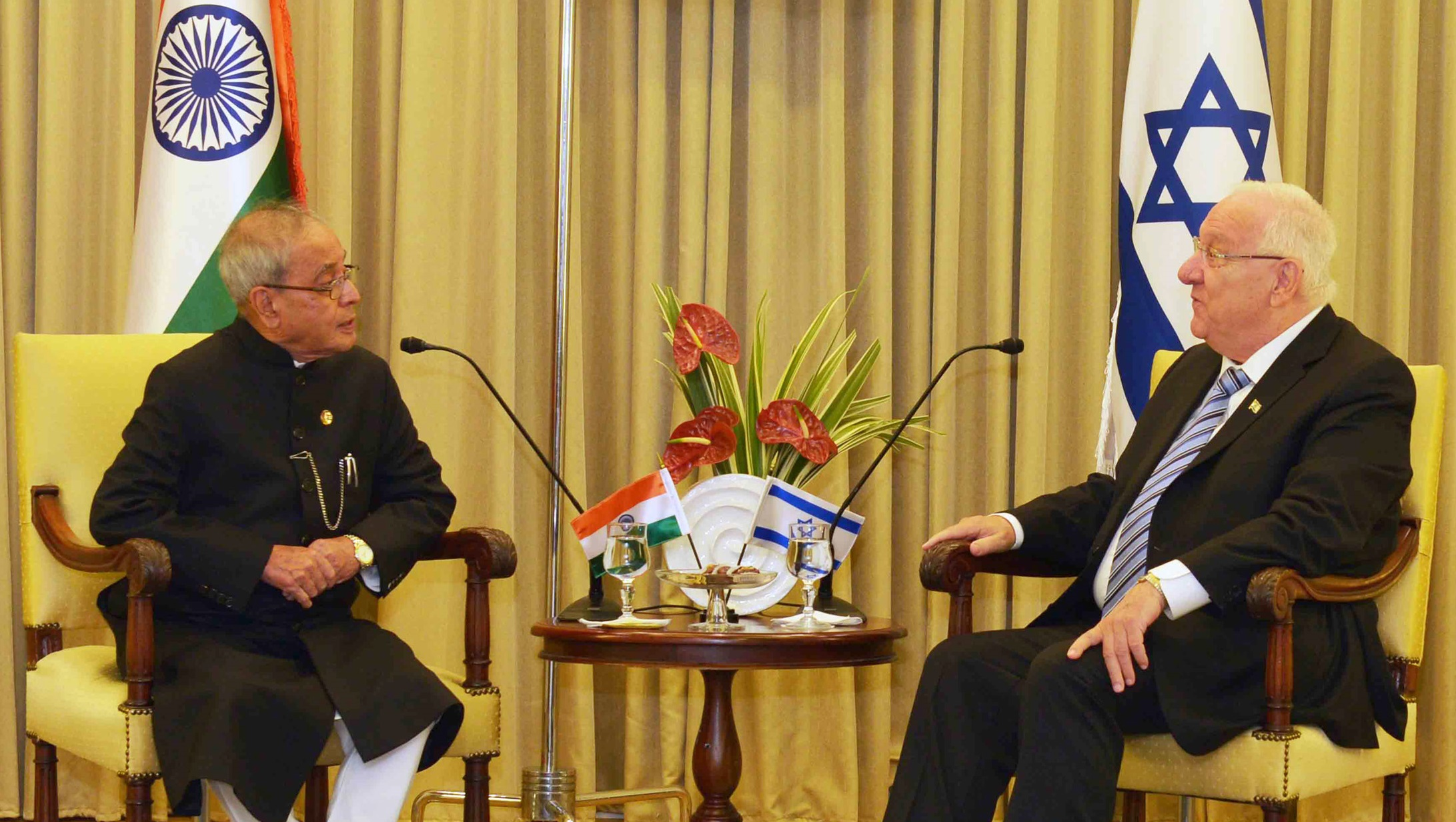 The President, Shri Pranab Mukherjee meeting the President of Israel, Mr. Reuven Rivlin, at President House, Jerusalem on October 14, 2015.