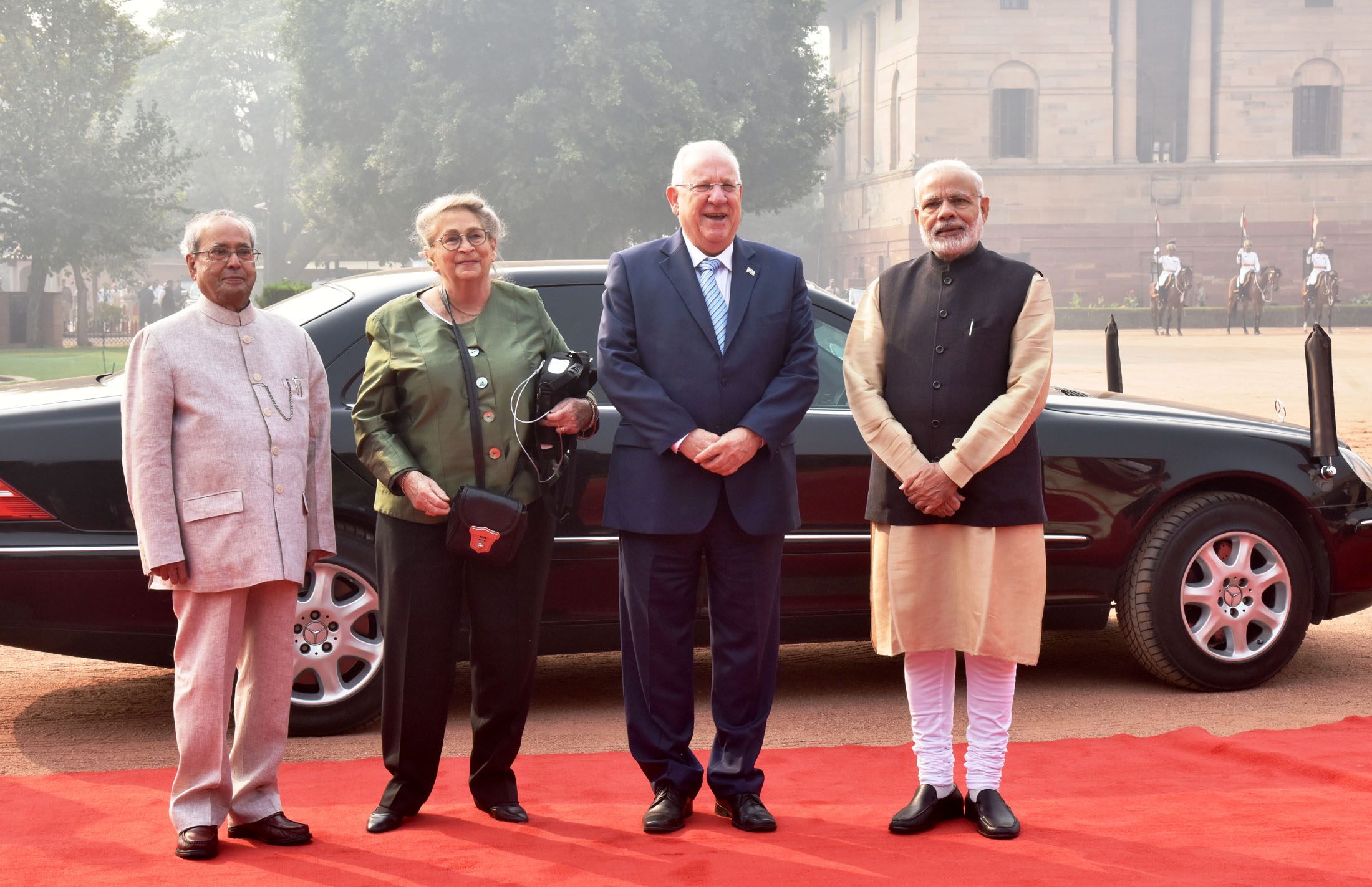 The President, Shri Pranab Mukherjee and the Prime Minister, Shri Narendra Modi with the President of Israel, Mr. Reuven Rivlin at the ceremonial welcome, at Rashtrapati Bhavan, in New Delhi on November 15, 2016.