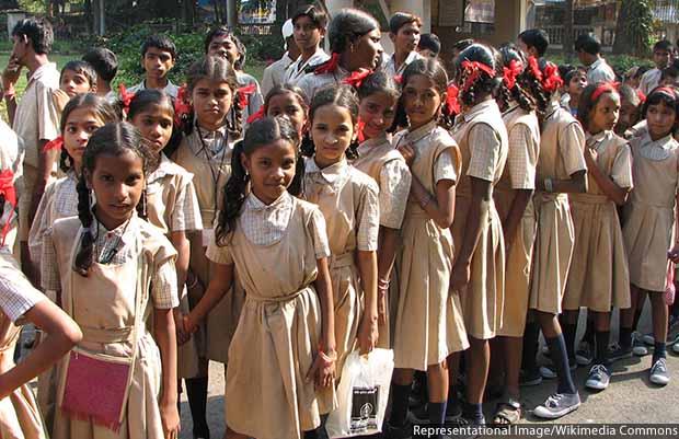 Young_students,_Mumbai_620