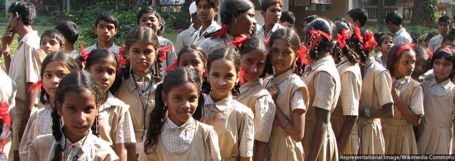 Young_students,_Mumbai_960